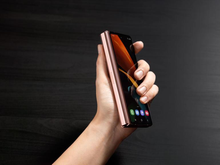 z fold katlanabilir telefon